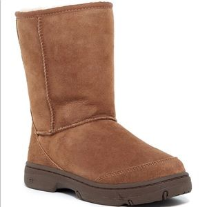 Ugg Ultimate Short Womens Sz 10 boots Tan